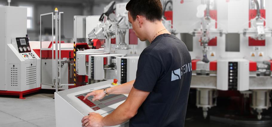 polyurethane direct injection machine operator