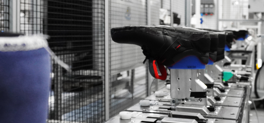 Automated line for shoes manufacturing