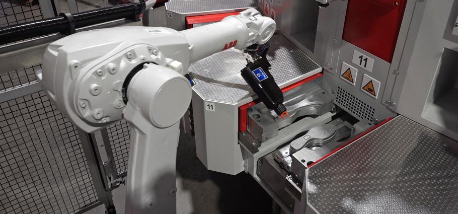 Robot siliconatore di applicazione agente distaccante